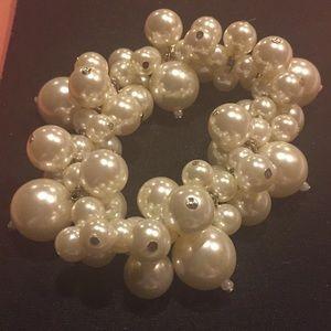 Jewelry - Faux pearl bracelet.